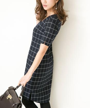 Vネックチェックドレス